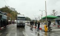 Lực lượng chức năng Việt Nam-Trung Quốc tăng cường kiểm tra y tế qua cửa khẩu Lạng Sơn Ảnh: Duy Chiến