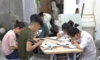 Thí sinh tìm đến các trung tâm để luyện trước khi tham gia xét tuyển vào những ngành yêu cầu năng khiếu hội họa, kiến trúc