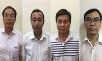 Cựu Phó Chủ tịch Thường trực UBND TPHCM Nguyễn Thành Tài (trái sang) cùng các bị can trong vụ án Ảnh: CA cung cấp