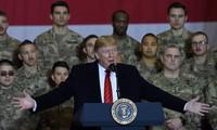 Tổng thống Trump đọc diễn văn trong một lần tới thăm lính Mỹ ở Afghanistan Sputnik/Reuters