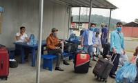 Công nhân Việt ở Guinea Xích đạo chuẩn bị di chuyển ra sân bay để về nước ngày 28/7/2020. (Ảnh công nhân cung cấp cho PV Ngọc Mai)