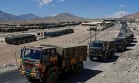 Quân đội Ấn Độ tập trung các phương tiện vận tải tại một căn cứ quân sự ở Ladakh - khu vực đang xảy ra tình hình căng thẳng
