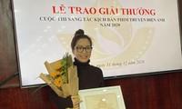 """Tác giả Nguyễn Thị Mai Phương, giải Nhì với kịch bản """"Thiên Mạc hùng ca"""". Ảnh: Kỳ Sơn"""