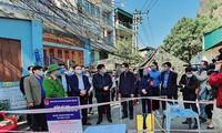 Bộ trưởng Bộ Y tế Nguyễn Thanh Long thăm nhân viên y tế và người dân vùng dịch