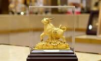 Nhiều doanh nghiệp tung ra sản phẩm trâu vàng với mẫu mã đa dạng để phục vụ nhu cầu mua vàng ngày vía Thần tài năm Tân Sửu.