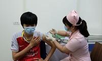 Tiêm thử nghiệm vắc-xin Covivac Ảnh: H.Minh