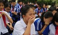 Học sinh Trường THCS Dịch Vọng - Cầu Giấy (Hà Nội) khóc cảm độngkhi được giáo dục chuyên đề về lòng biết ơn