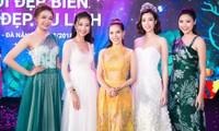 Phó BTC HHVN chụp cùng Hoa hậu Đỗ Mỹ Linh và các người đẹp trong Top 10 HHVN 2016