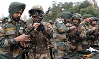 Binh lính Trung Quốc và Ấn Độ tham gia đợt tập trận Tay trong tay 2018 Ảnh: SCMP