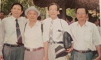 Các tác giả của Tủ sách Thanh niên gặp lại tại căn cứ T.Ư Cục Tây Ninh (năm 2004) từ trái sang, Tâm Tâm, Phạm Hậu, Lưu Quang Huyền (ảnh tư liệu của nhà báo Lưu Quang Huyền)