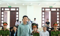 Tại phiên tòa trước đó,cựu Chủ tịch OceanBank - Hà Văn Thắm đề nghị các đơn vị, cá nhân trả lại1.576 tỷ đồng lãi ngoài cho OceanBank