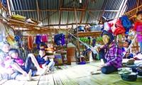 Cảnh sinh hoạt trong gia đình bà Đinh Thị Rem ảnh: Trần Tuấn