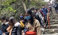 Khách về chùa Hương tăng dầnẢnh: TIẾN ĐẠT