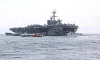 Tàu sân bay USS Theodore Roosevelt (CVN-71) neo tại vịnh Đà Nẵng Ảnh: Nguyễn Thành