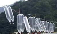 Đợt căng thẳng lần này bắt đầu từ chuyện người đào tẩu ở Hàn Quốc dùng bóng bay thả truyền đơn qua biên giớiẢnh: AP