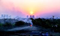 """Quá trình đô thị hóa quá nhanh góp phần biến Hà Nội thành """"hỏa diệm sơn"""" trong những ngày nắng nóng Ảnh: Như Ý"""