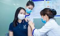 Tiêm vắc-xin cho người lớn tại Hệ thống tiêm chủng VNVCẢnh: N.L