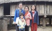 Bùi Thị Nguyệt cùng các em nhỏ ở mảnh đất Kon Tum