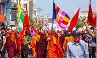 Nhiều nhà sư Myanmar xuống đường biểu tình phản đối kể từ sau cuộc đảo chính đầu tháng 2