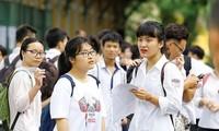 Nhiều học sinh, giáo viên thấp thỏm vì không biết đề thi năm nay sẽ thay đổi ra sao.