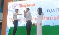 Võ sư Trần Trung Sơn hướng dẫn một số tư thế phòng vệ trước các hành vi dâm ô