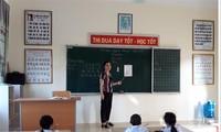 Giáo viên tại Vĩnh Phúc trong một giờ dạy Tiếng Việt 1 - công nghệ