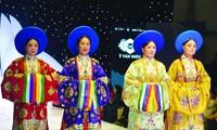 NSND Lan Hương (từ trái qua), NSƯT Thùy Liên, NSND Minh Hòa, NSND Hoàng Cúc mặc áo Nhật Bình của Ỷ Vân Hiên