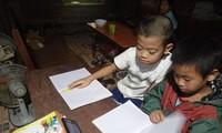 Học sinh trường Tiểu học số 3, xã Võ Lao, Văn Bàn, Lào Cai học trực tuyến