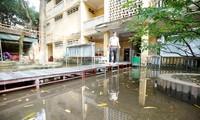 Sân trường trường THPT Trương Định luôn ngập nước dù không có mưa to Ảnh: Như Ý