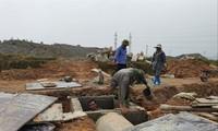 Công nhân xây dựng hạ tầng khu TĐC Hồng Kỳ