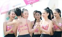Thí sinh Hoa hậu Việt Nam chia sẻ niềm vui sau mỗi phần thi Ảnh: Hồng Vĩnh- Trọng Tài