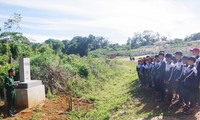 """Các em học sinh tham dự một """"Tiết học vùng biên"""" do Đồn Biên phòng Tuy Đức thực hiện ẢNH: CTV"""
