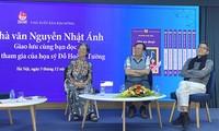 Nhà văn Nguyễn Nhật Ánh giao lưu với độc giả trong lễ kỷ niệm 25 năm Kính vạn hoa. Ảnh: KỲ SƠN