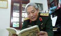 """Trung tướng Nguyễn Đức Soát xuất bản """"Nhật ký phi công tiêm kích"""" để tri ân đồng đội. Ảnh: HOÀNG MẠNH THẮNG"""