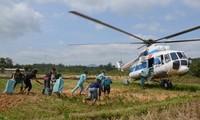 Trực thăng của Trung đoàn 930 tiếp tế cho người dân xã Hướng Việt (Hướng Hóa, Quảng Trị) hồi tháng 10