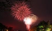 Bắn pháo hoa tầm cao dịp năm mới tại Hà Nội