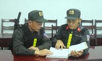 Thượng úy Nguyễn Thành Công (trái) và Trung sỹ Hứa Xuân Hoàng (phải)
