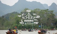 Lễ hội chùa Hương thu hút hàng vạn du khách 3 tháng mùa Xuân