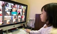 Trẻ nghỉ học, học trực tuyến khiến cuộc sống của không ít gia đình bị đảo lộn