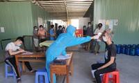 Lực lượng chức năng kiểm tra y tế đối với những trường hợp nhập cảnh qua cửa khẩu quốc tế Hà Tiên (Kiên Giang)