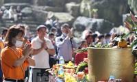 Hơn hai vạn khách trẩy hội chùa Hương trong ngày đầu mở cửa