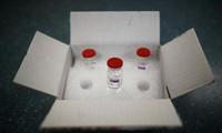 Các lọ vắc-xin COVID-19 của AstraZeneca tại một trung tâm y tế ở Champigny, gần Paris ảnh: EUTERS