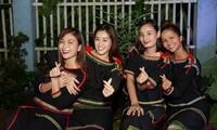 Hoa hậu H'Hen Niê, Khánh Vân và người đẹp mang trung thu về với buôn làng