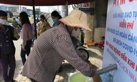 Dân nghèo phấn khởi khi máy 'ATM gạo' miễn phí có mặt ở Cần Thơ