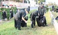 Đoàn viên thanh niên Cảnh sát cơ động ra quân vệ sinh môi trường đón xuân Tân Sửu