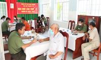 Công an tỉnh An Giang khám bệnh, hớt tóc miễn phí cho người nghèo