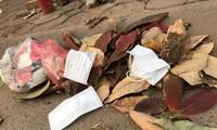 Cần có biện pháp xử lý nghiêm đối với hành vi vứt, thải bỏ khẩu trang không đúng nơi quy định nhằm hạn chế sự lây lan của dịch bệnh Covid-19