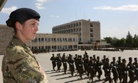 Đội trưởng Susanna Wallis tại Trại Huấn luyện Quân sự Kabul