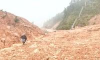 Hiện trường sạt lở đất tại Km 193 đường Hồ Chí Minh nhánh Tây.