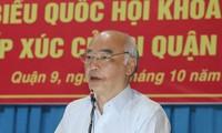 Ông Phan Nguyễn Như Khuê trả lời cử tri
